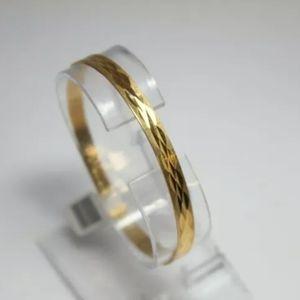 18k solid gold Bangle